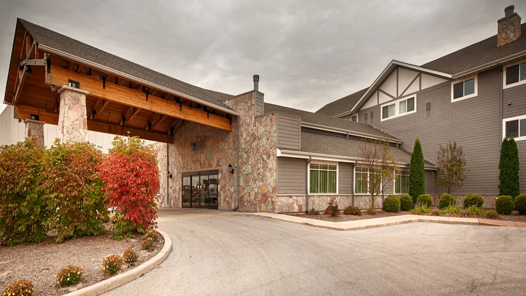 Timber Creek Inn & Suites and RedBerri Convention Center