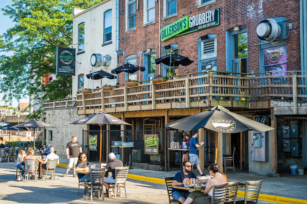 /outdoor-dining-a-hit-in-downtown-aurora