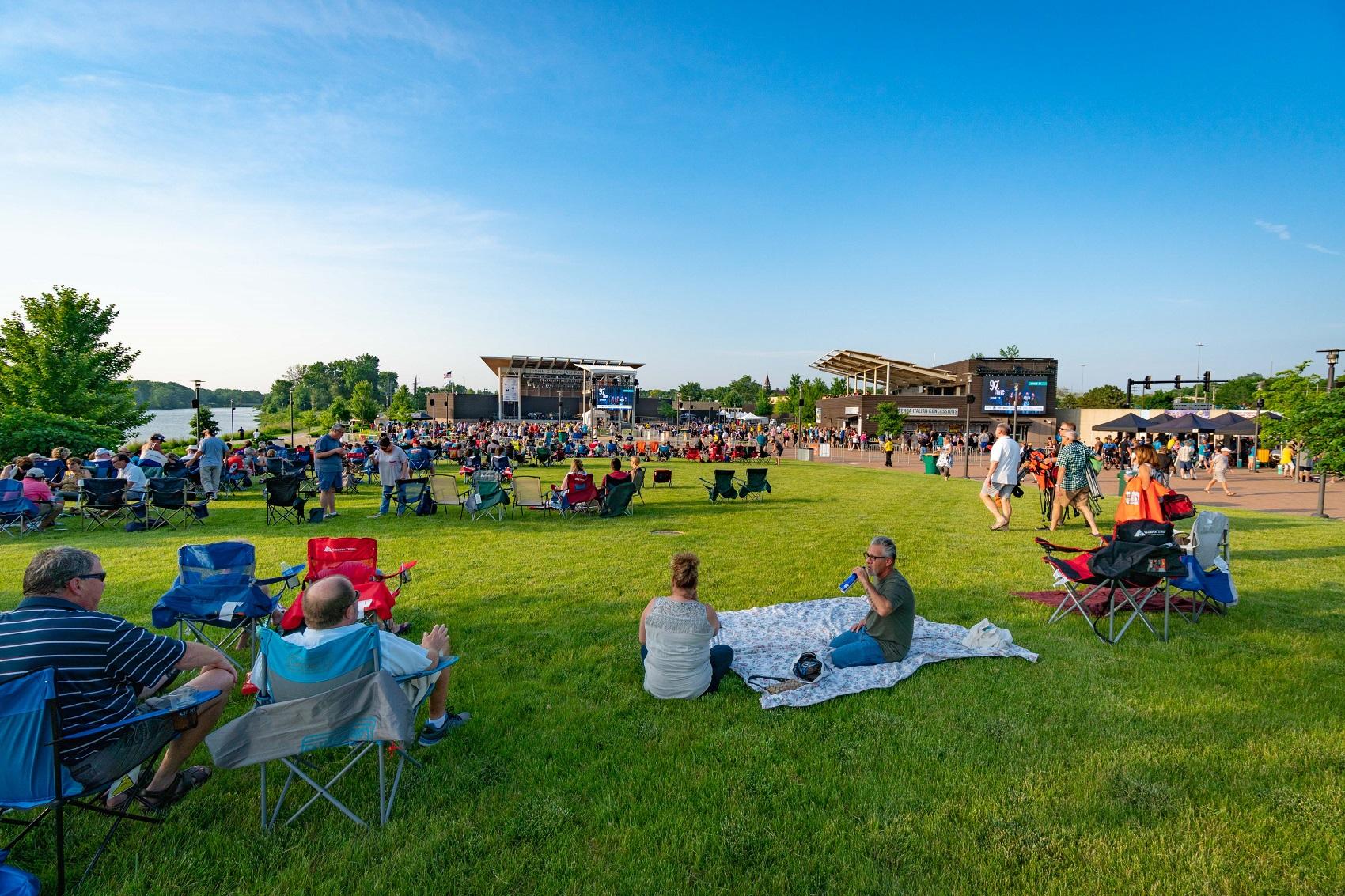 /riveredge-park-concerts-return-july-2021-aurora-il
