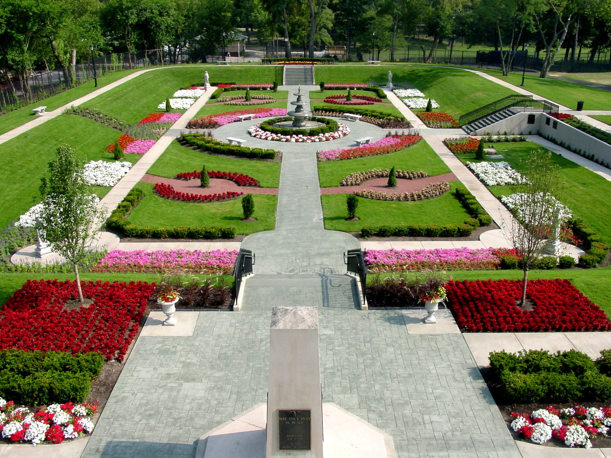 public-gardens-in-illinois-for-a-road-trip-2020
